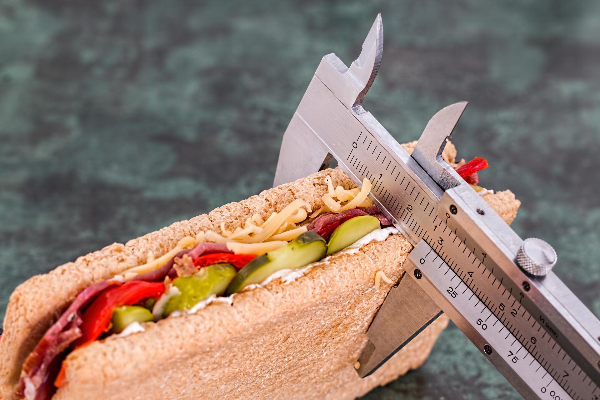 Czym jest BMR i czy przyda się w optymalizacji redukcji lub zwiększenia masy ciała